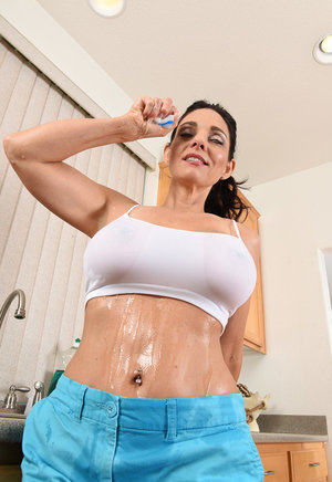 Hot Gym Teacher Showing Perfect Boobs And Pussy Big tight boobs images